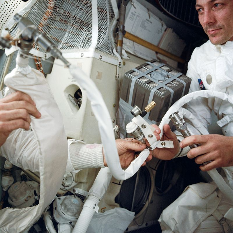 800px-Apollo13_apparatus_Astronaut John L. Swigert, at right, with the mailbox.jpg