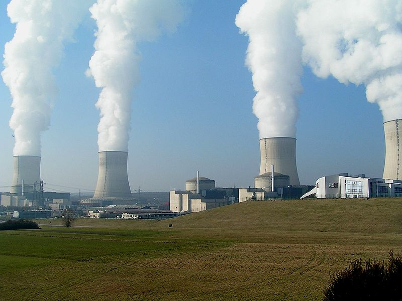 800px-Nuclear_Power_Plant_Cattenom.jpg