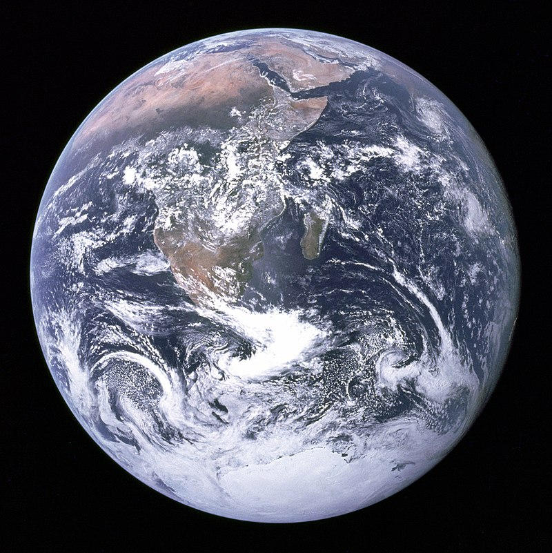 NASA_Apollo 17 crew_800px-The_Earth_seen_from_Apollo_17.jpg