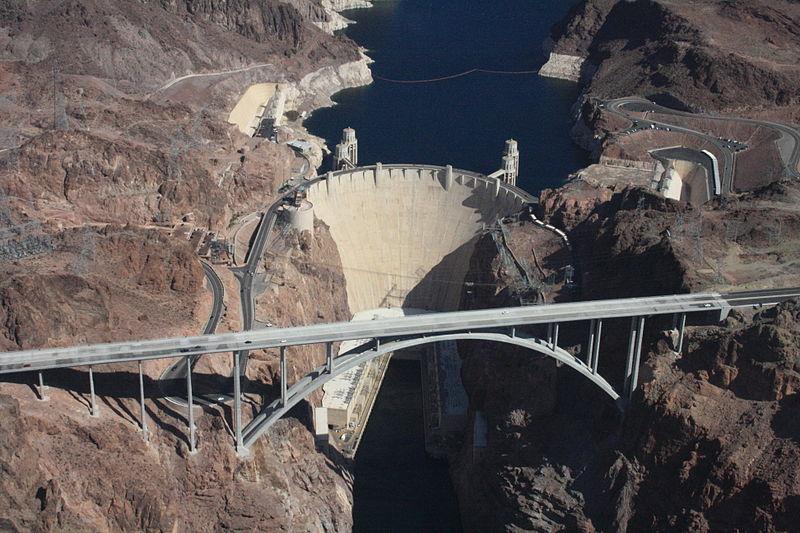 Ubergirl _800px-Hoover_Dam,_Colorado_River.jpg