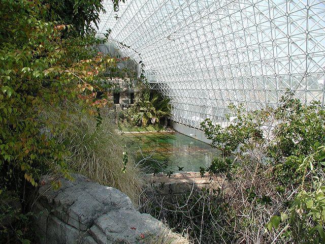 Colin Marquardt_640px-Biosphere2_Inside_big.jpg