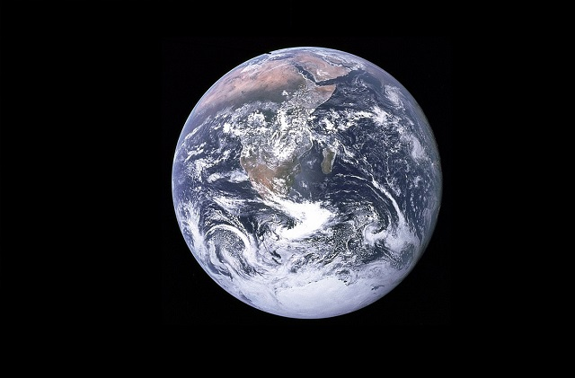 The Blue Marble photograph of Earth, taken by the Apollo 17 mission-3.jpg