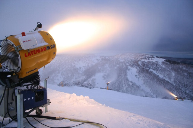 Wongm_Snowmaking-mount-hotham.jpg