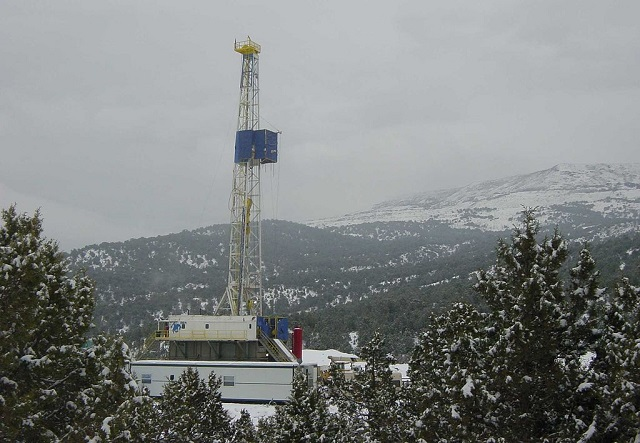 Drilling for natural gas, Rulison Field, south of Rifle, Colorado.jpg