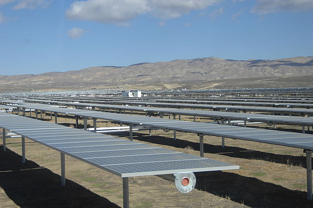 Sarah Swenty_USFWS_Solar_Panels_at_California_Valley_Solar_Ranch_1_(8159038006).jpg