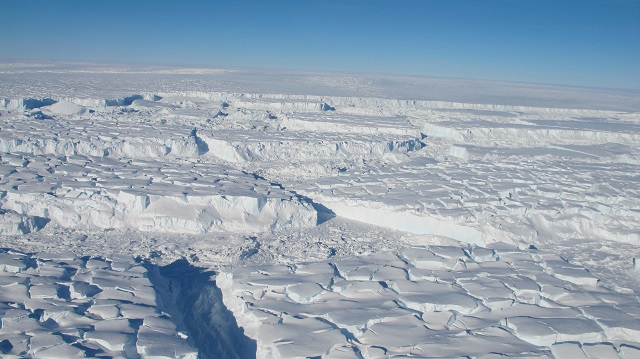 1This is a photo of the Thwaites ice shelf taken during an October 2013 Operation IceBridge aerial survey_James Yungel _NASA.jpg
