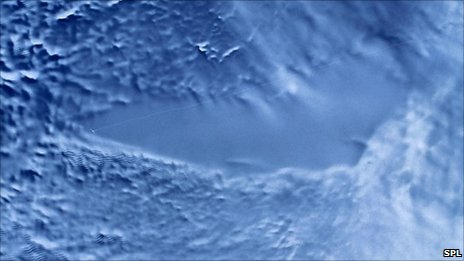 Lake_Vostok_Sat_Photo_color.jpg