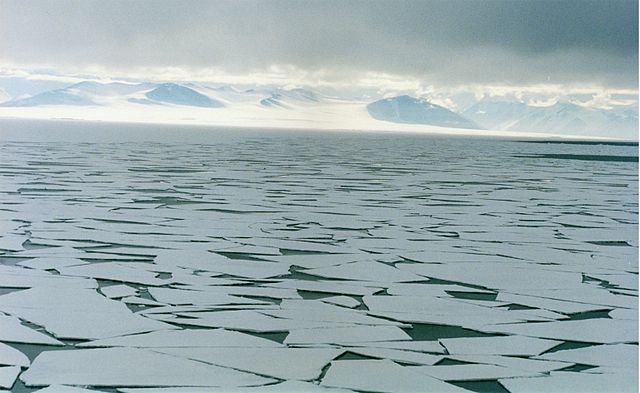 Brocken Inaglory_640px-Sea_ice_in_ross_sea.jpg