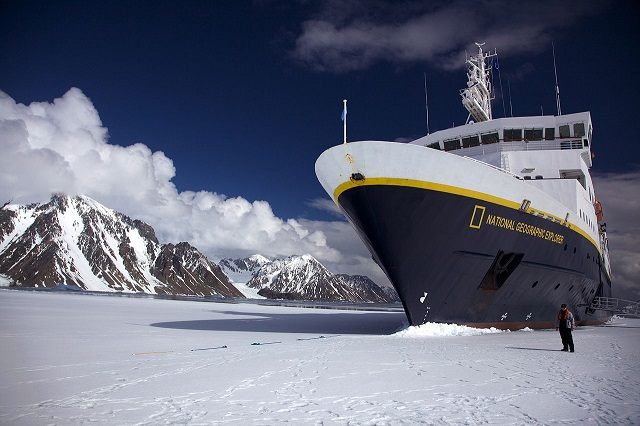 Jason Auch _1280px-National_Geographic_Explorer_in_fast_ice,_Antarctica_-_edit_1s.jpg