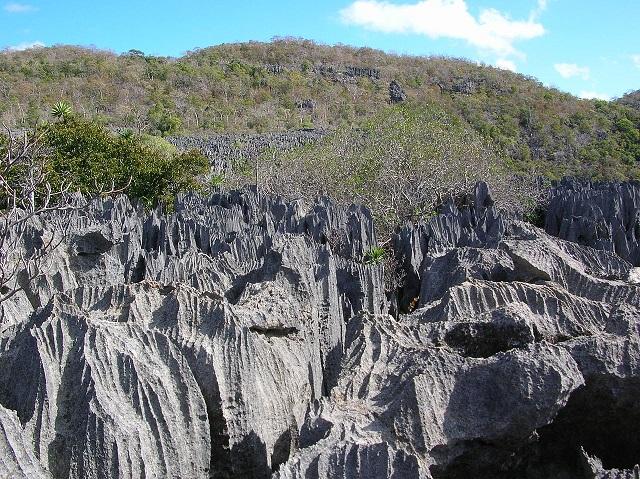 640px-Tsingy_Ankarana_Madagascar_16-07-2004.jpg