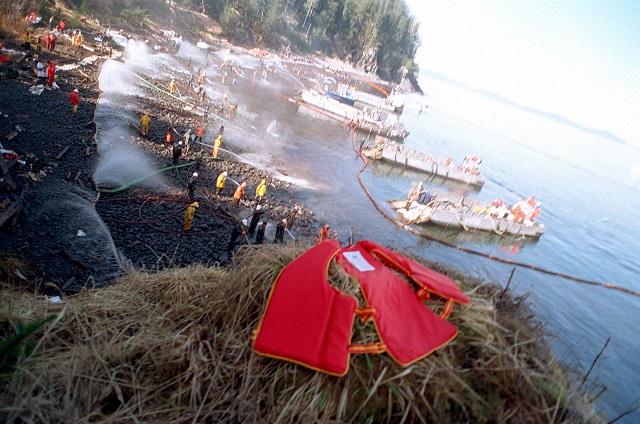 1_[사진1] Exxon_Valdez_Cleanup.jpg