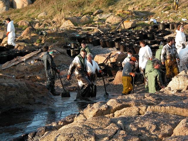 5_[사진5] Prestige_oil_spill.jpg